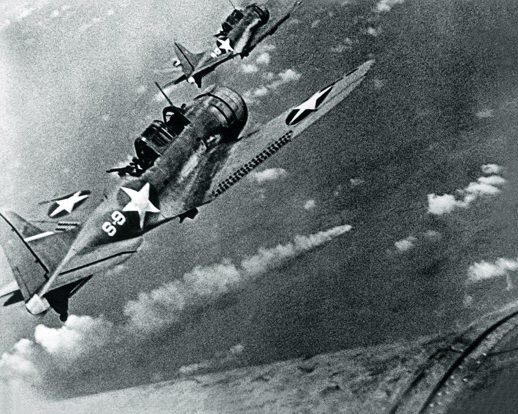 صورة لعدد من الطائرات الأميركية بمعركة ميدواي
