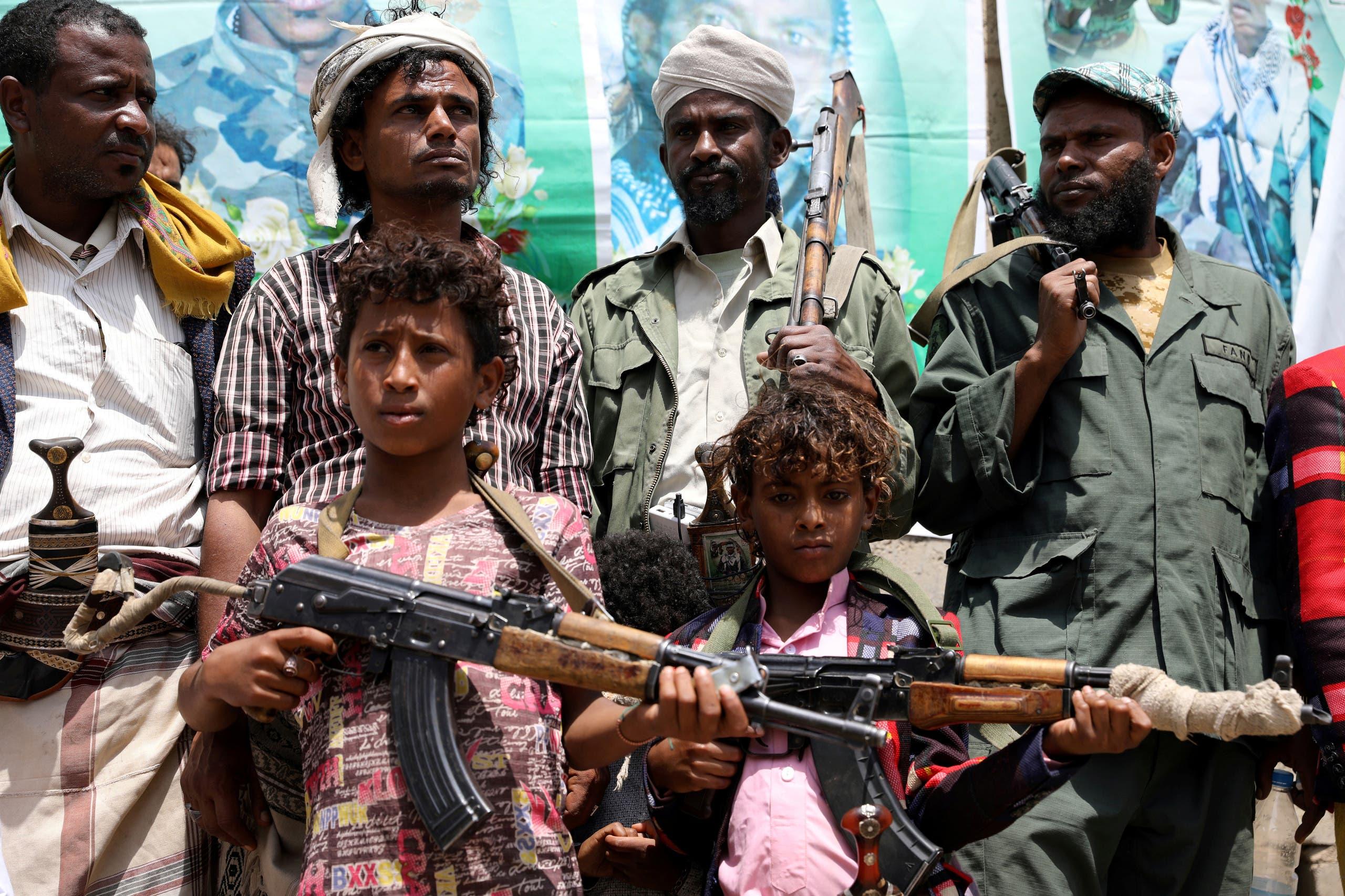 أطفال مسلحون خلال تجمّع حوثي في صنعاء