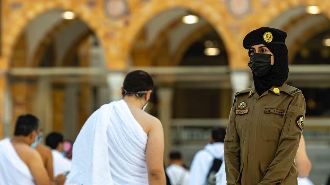 جنديات أمن الحج والعمرة يباشرن عملهن الحرم المكي