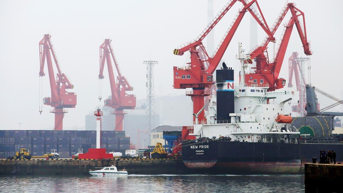 ميناء نفطي في الصين (رويترز)