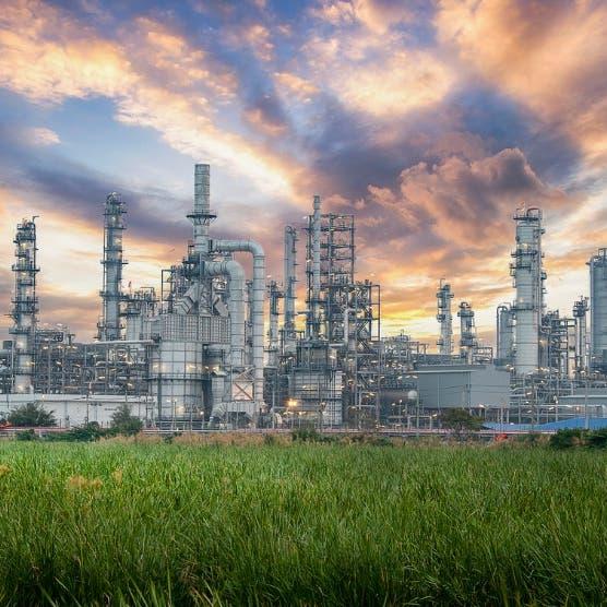 أسعار النفط تتخلى عن مكاسبها.. وبرنت ينخفض لـ 68.83 دولار