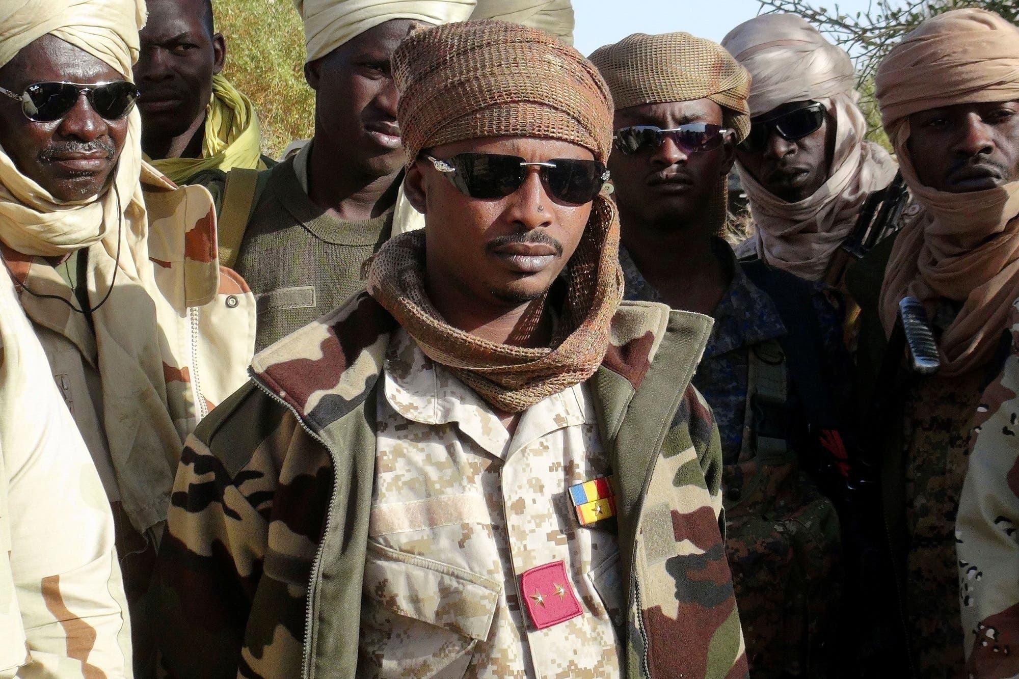 محمد إدريس ديبي إيتمو، ابن رئيس تشاد الراحل إدريس ديبي، وضباط من الجيش.