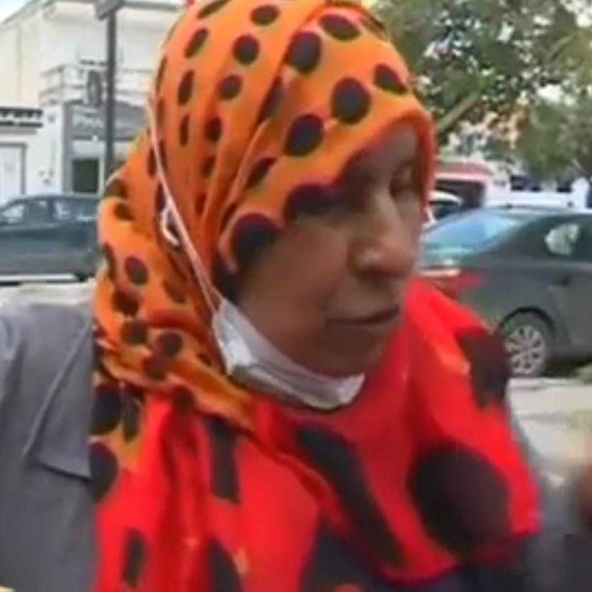 """تبرعت بـ""""تحويشة العمر"""".. فيديو ملهم لعاملة مطبخ  تونسية"""