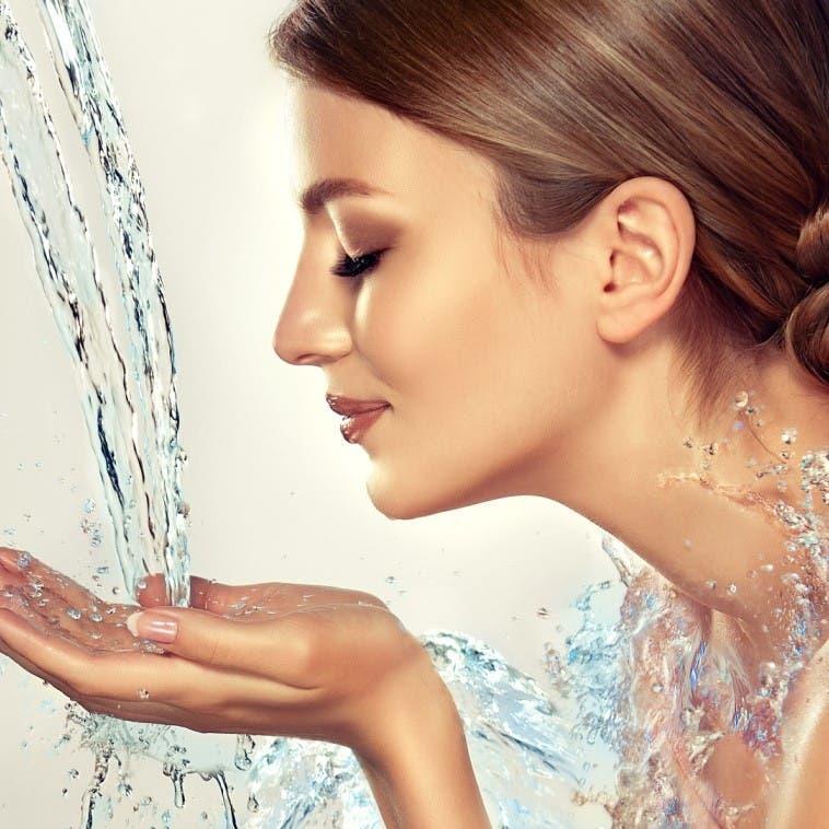 اغسلي وجهك بالمياه الغازيّة.. النتيجة مذهلة
