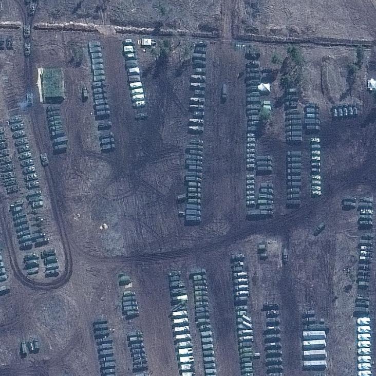 رغم التحذير.. صور تكشف حجم الحشد الروسي عند حدود أوكرانيا