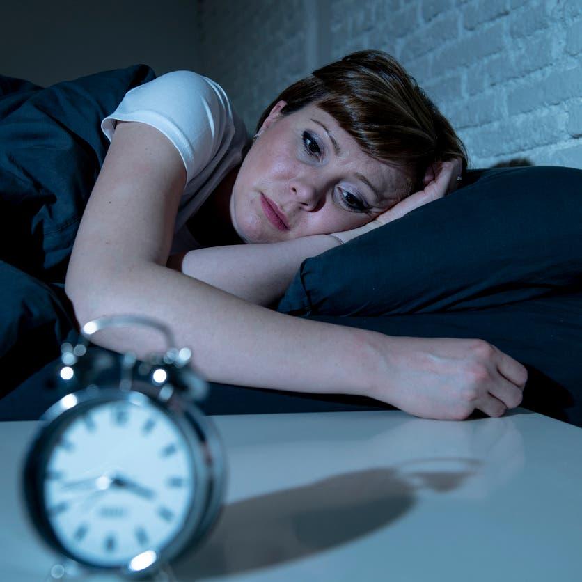 خطر يهدد النساء أكثر من الرجال.. احذرن النوم المتقطع ليلاً