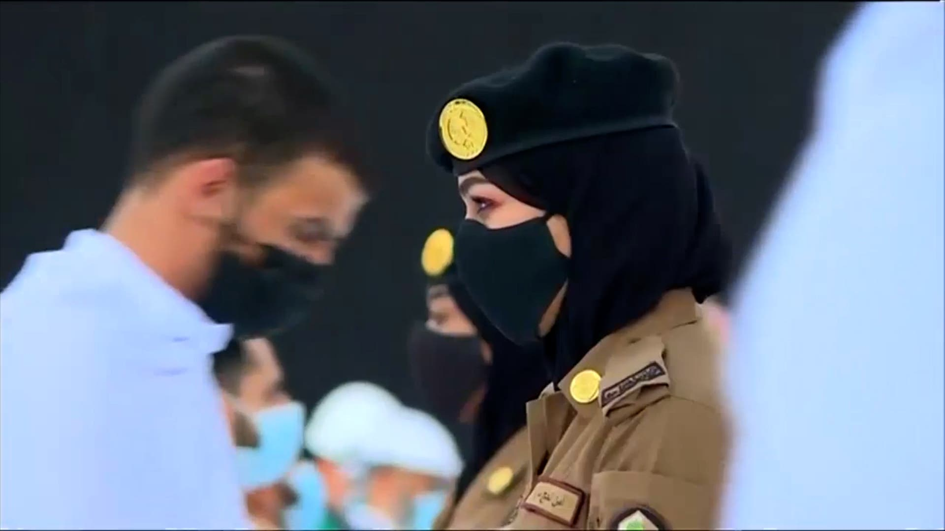 Saudi female police officers are now supervising Umrah pilgrims