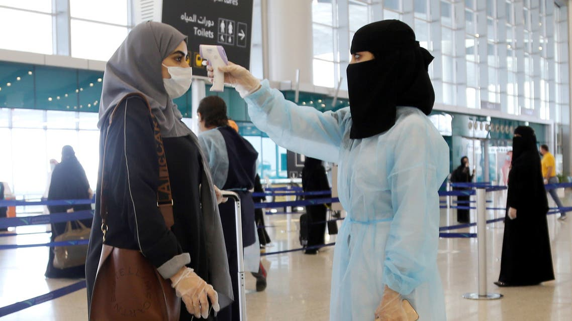 A security woman checks the temperature of a woman at Riyadh International Airport, after Saudi Arabia reopened domestic flights, following the outbreak of the coronavirus disease (COVID-19), in Riyadh, Saudi Arabia May 31, 2020. (File photo: Reuters)