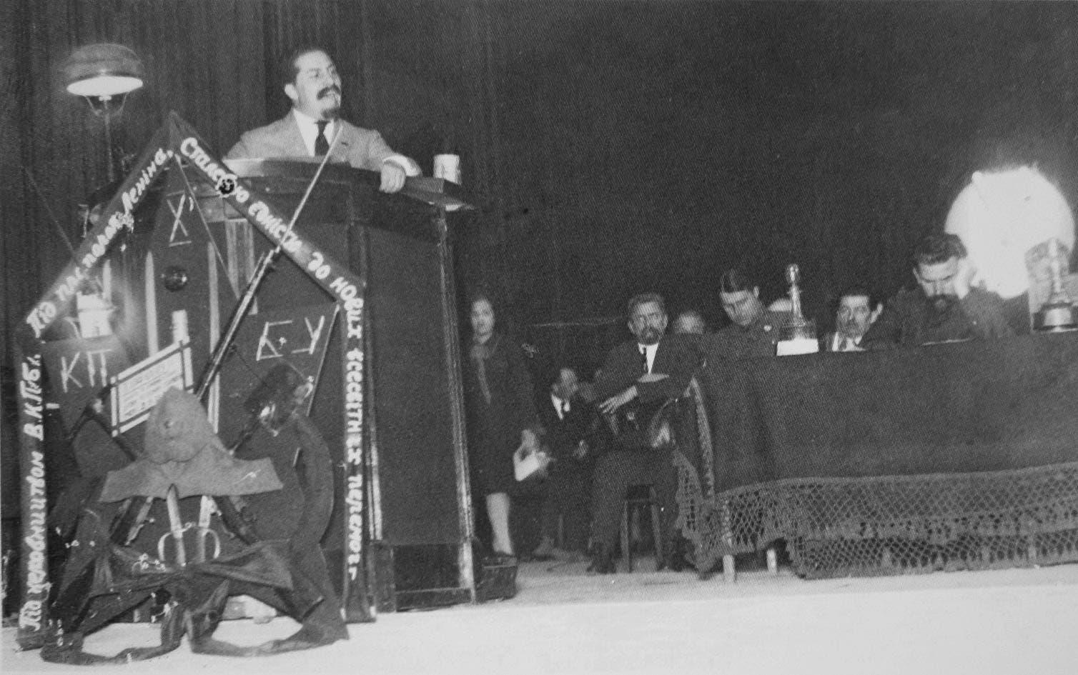 كاغانوفيتش خلال أحد الخطابات عام 1927