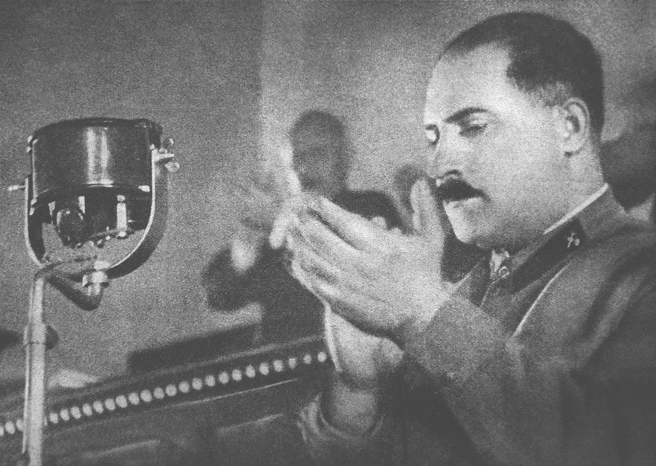 صورة لكاغانوفيتش عقب إلقائه لكلمة سنة 1936