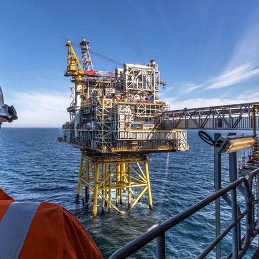 النفط ينزل عن قمة 8 أسابيع.. عوامل مركّبة كبحت موجة الصعود