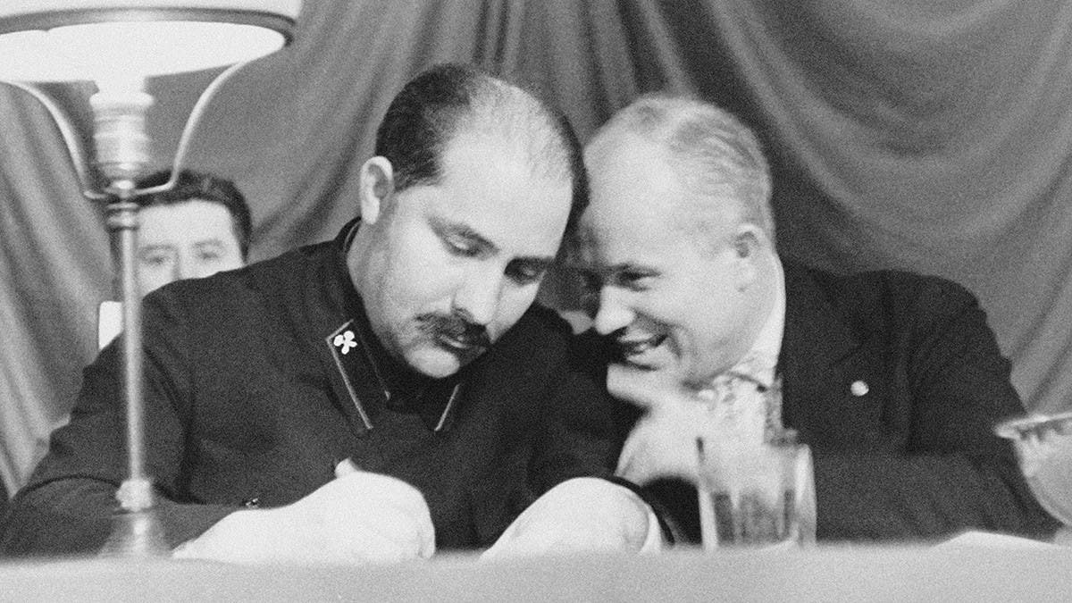 كاغانوفيتش رفقة خروتشوف عام 1935