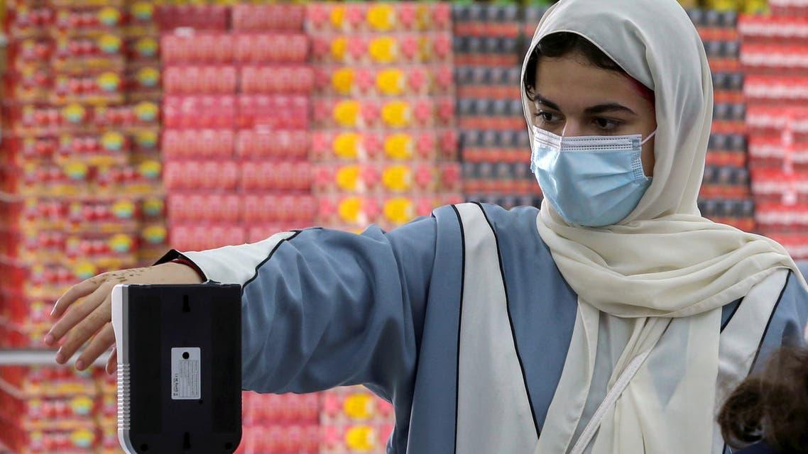 A Saudi woman measures her temperature as she enters the Al-Othaim market amid the spread of the coronavirus disease (COVID-19) in Riyadh, Saudi Arabia February 22, 2021. Picture taken February 22, 2021. (File photo: Reuters)