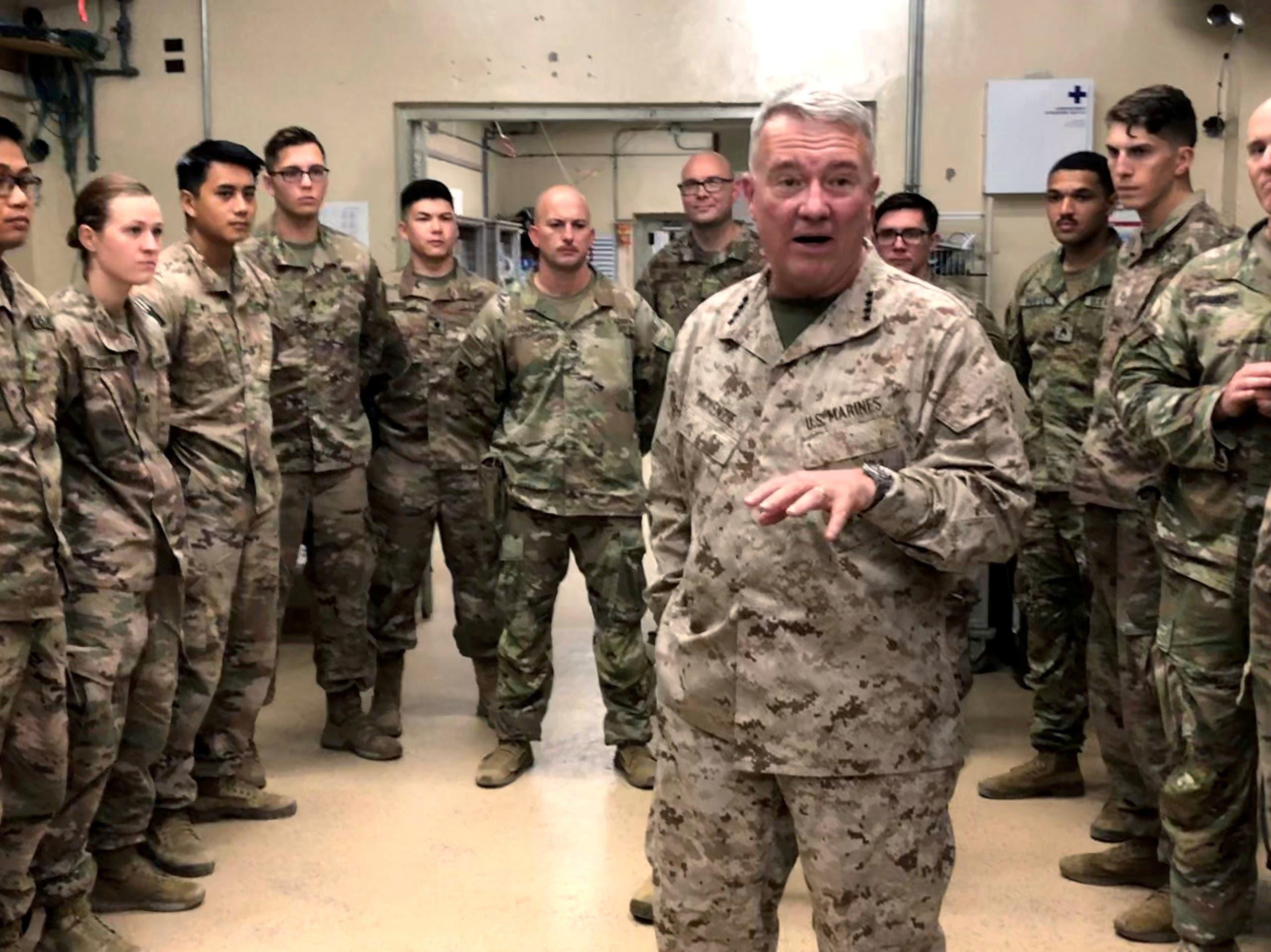 ماكينزي  خلال زيارة للقوات الأميركية في جلال أباد في سبتمبر 2019 (أرشيفية)