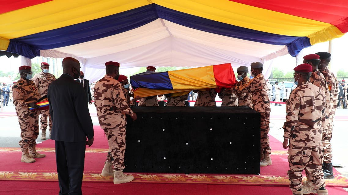 Soldiers carry the coffin of the late Chadian President Idriss Deby during the state funeral in N'Djamena, Chad April 23, 2021. (Reuters)