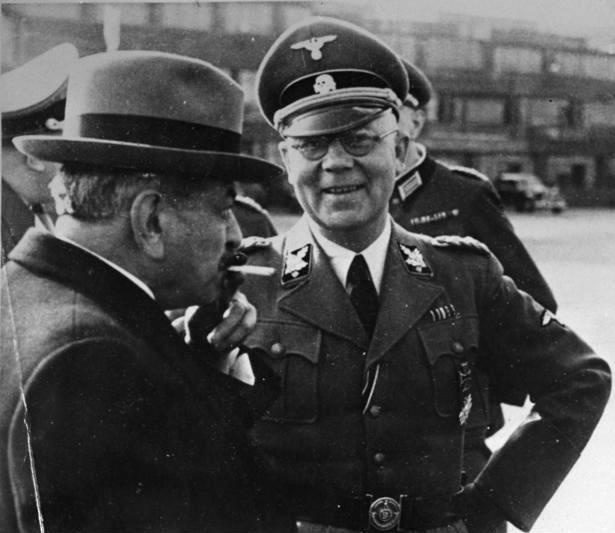 بيار لافال رفقة أحد المسؤولين النازيين بفرنسا