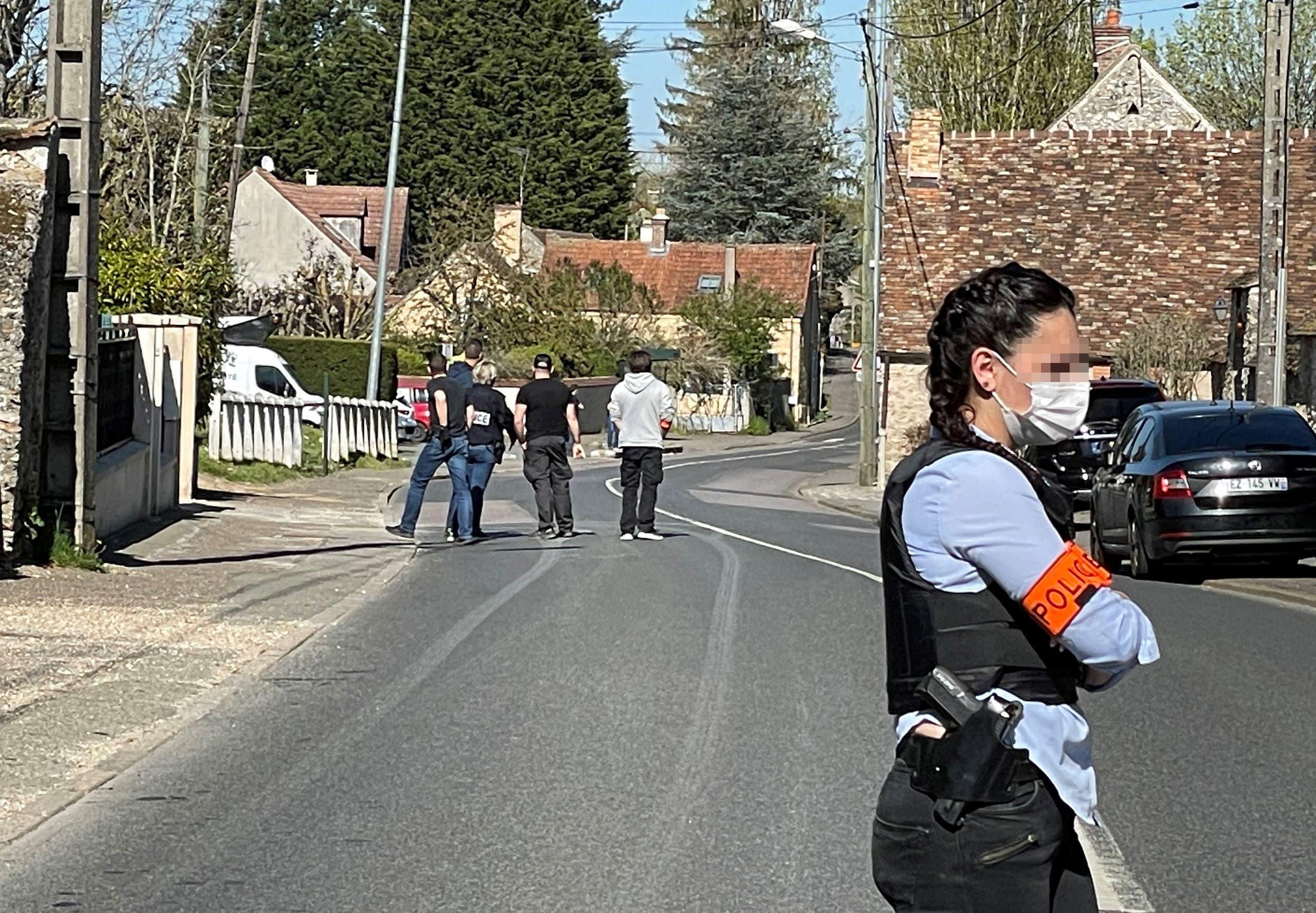 پولیس نے تلاشی  کے لئے قرشان کے گھر کو گھیرے میں لے لیا