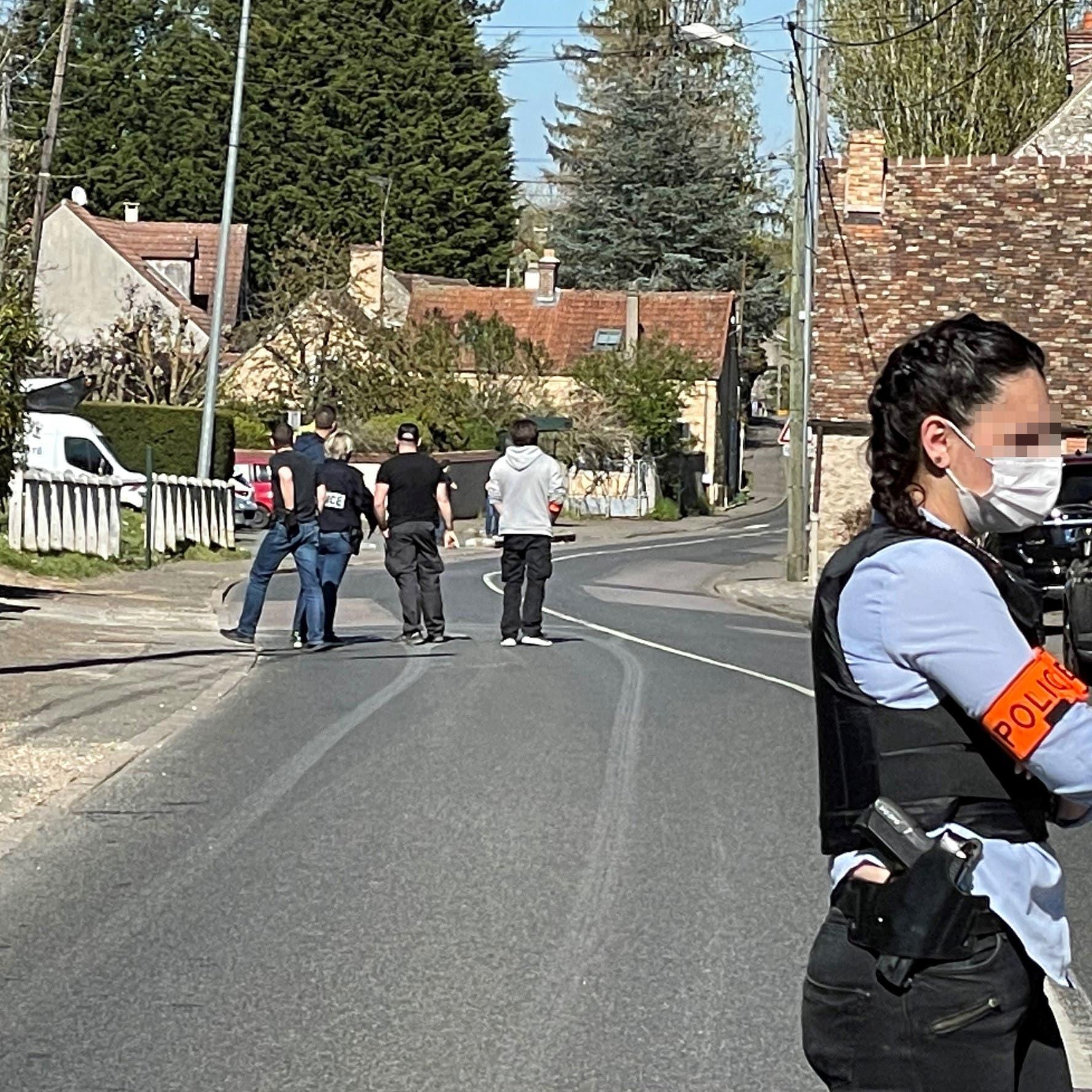 بعد هجوم أدى لمقتل شرطية فرنسية.. توقيف 3 أشخاص على ذمة التحقيق