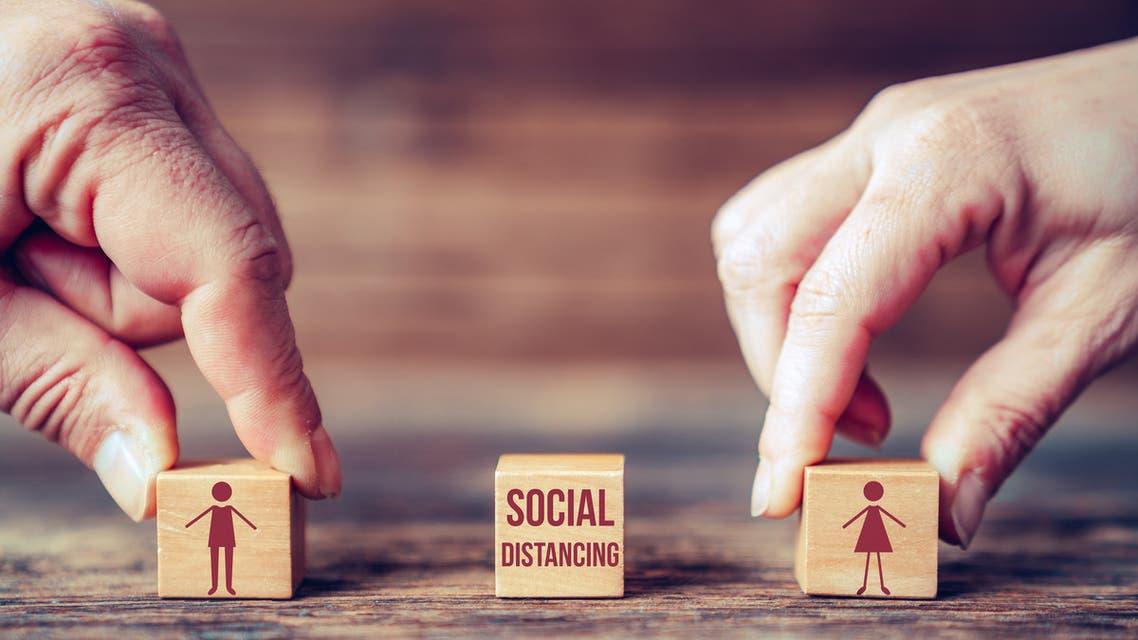 عن التباعد الاجتماعي (istock)