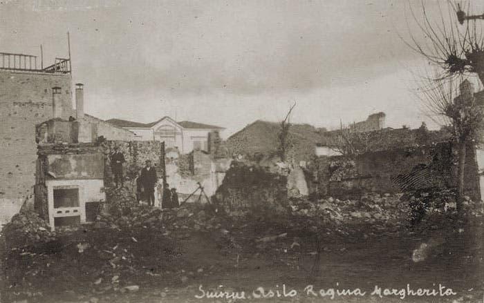 عدد من المباني المهدمة بسبب حريق سميرنا