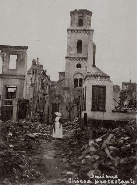جانب من الخراب بمدينة سميرنا عقب الحريق
