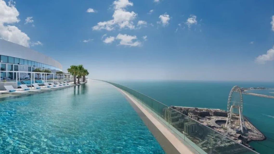 مسبح سحابي في دبي