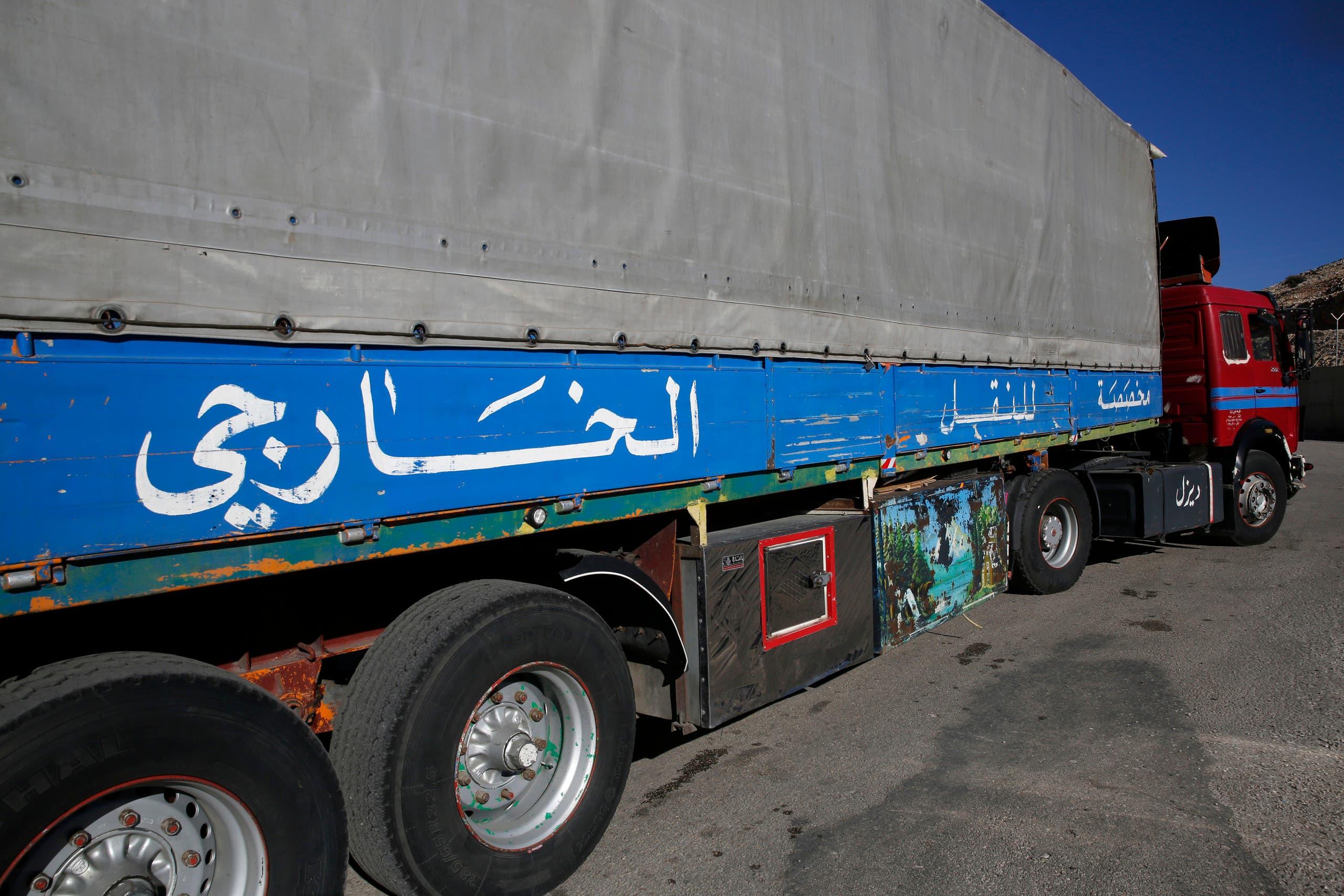 کامیون حمل کالا در مرز لبنان و سوریه (بایگانی - آسوشیتدپرس)