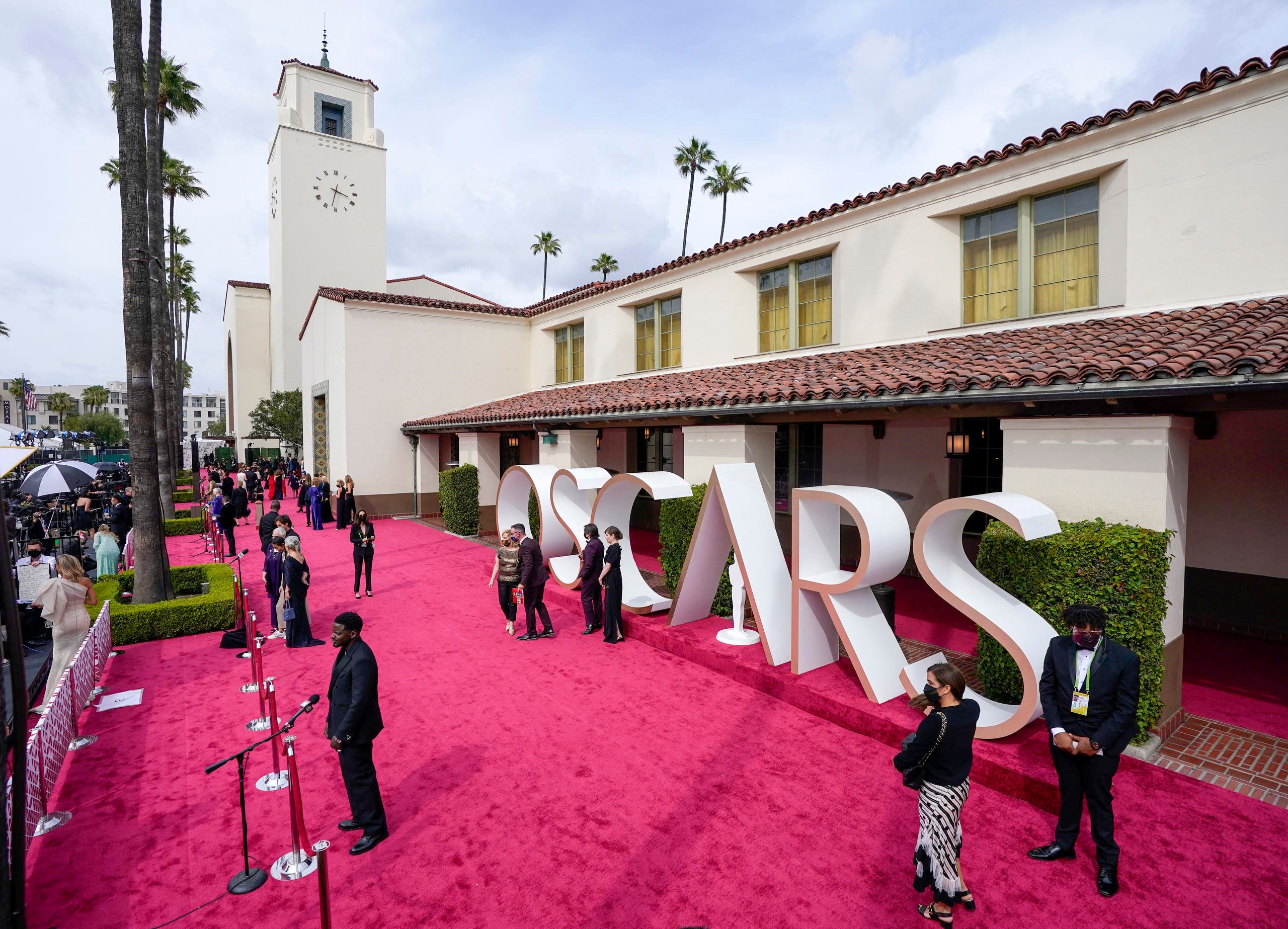(L-R) Daniel Kaluuya (left) attends the Oscars on Sunday, April 25, 2021, at Union Station in Los Angeles. Mark Terrill-Pool/Getty Images/AFP