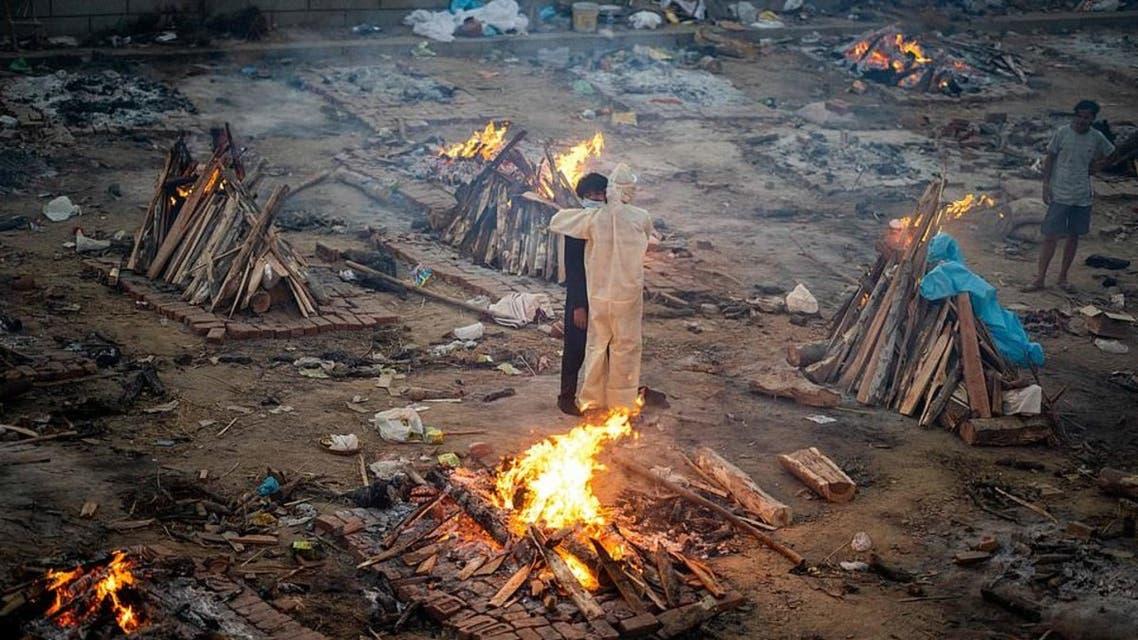 مشاهد حرق الجثث من الهند
