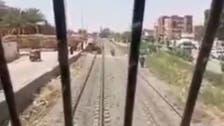 شاهد.. يقظة سائق قطار مصري تمنع وقوع كارثة جديدة