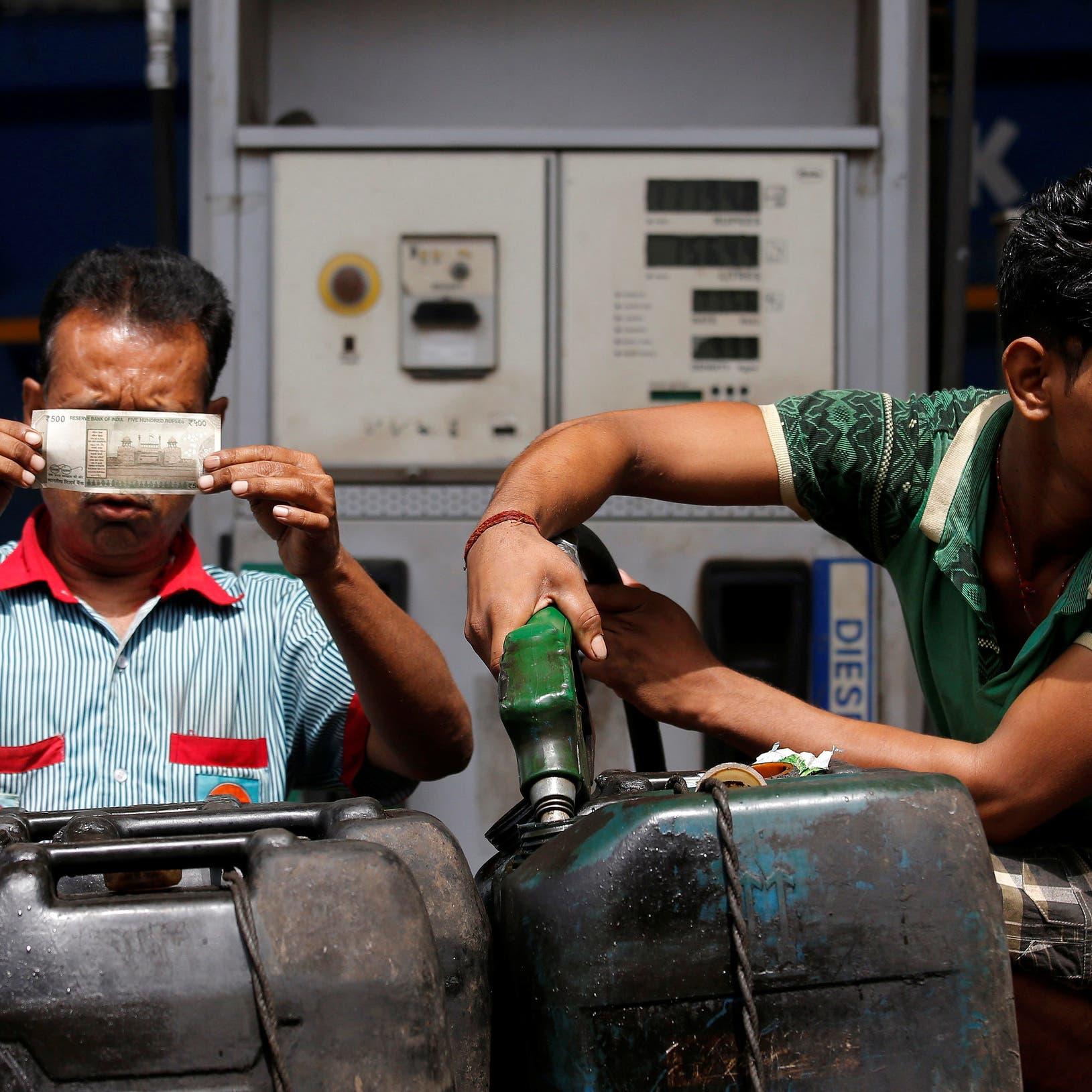أسعار النفط تتراجع على وقع أزمة الهند وزيادة المخزونات الأميركية