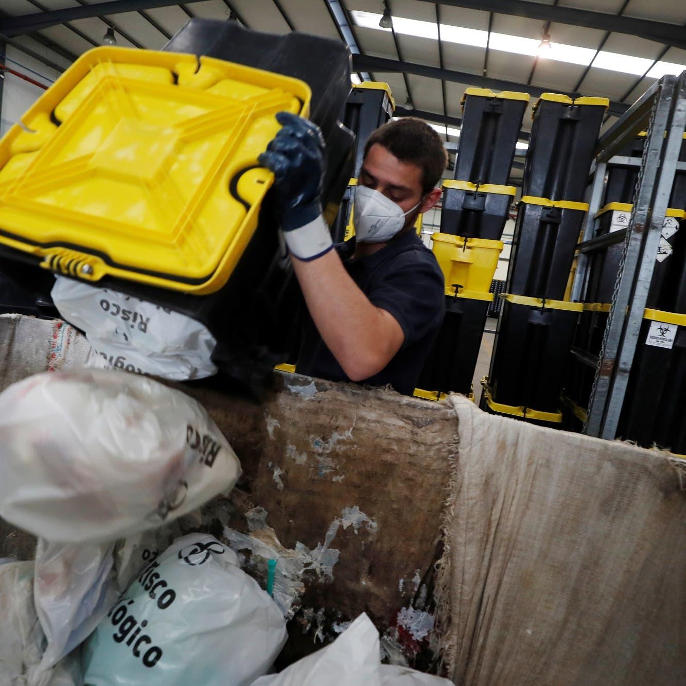 الوجه الآخر للقاحات كورونا.. أزمة النفايات تنعش السوق السوداء