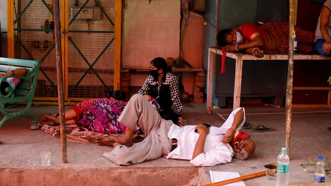 People with breathing problems due to the coronavirus disease (COVID-19) wait to receive oxygen support for free at a Gurudwara (Sikh temple) in Ghaziabad, India, April 27, 2021. REUTERS/Adnan Abidi