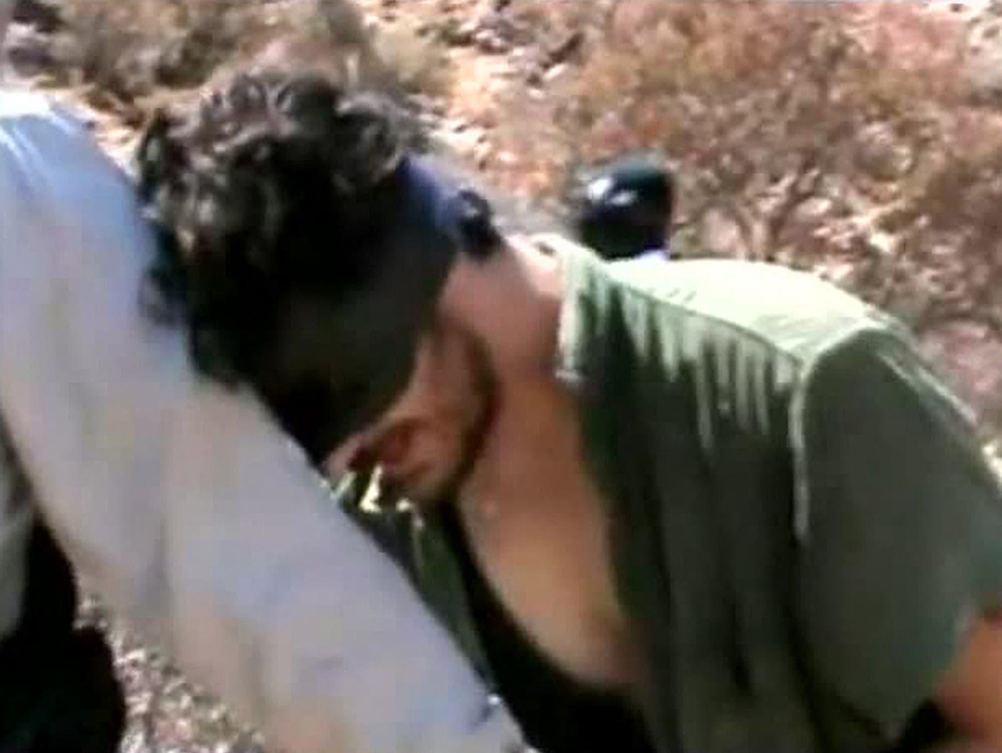 من الفيديو المنتشر بعد الاعتقال