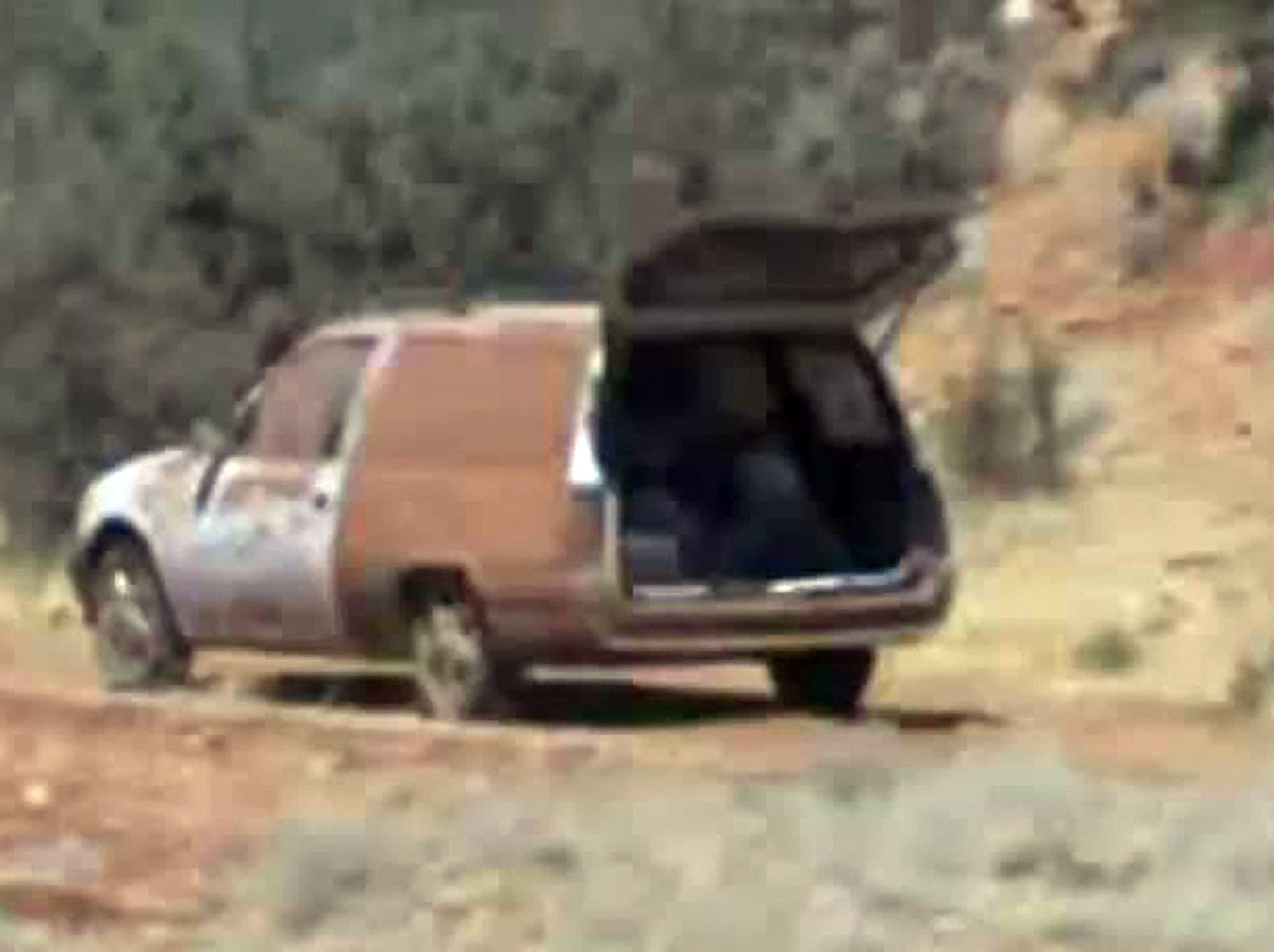 صورة مأخوذة من فيديو تم تحميله على يوتيوب في 1 أكتوبر 2012 يُزعم أنه يُظهر مركبة تنقل الصحافي الأميركي المعتقل أوستن تايس البالغ من العمر 31 عاماً في مكان غير معروف في سوريا