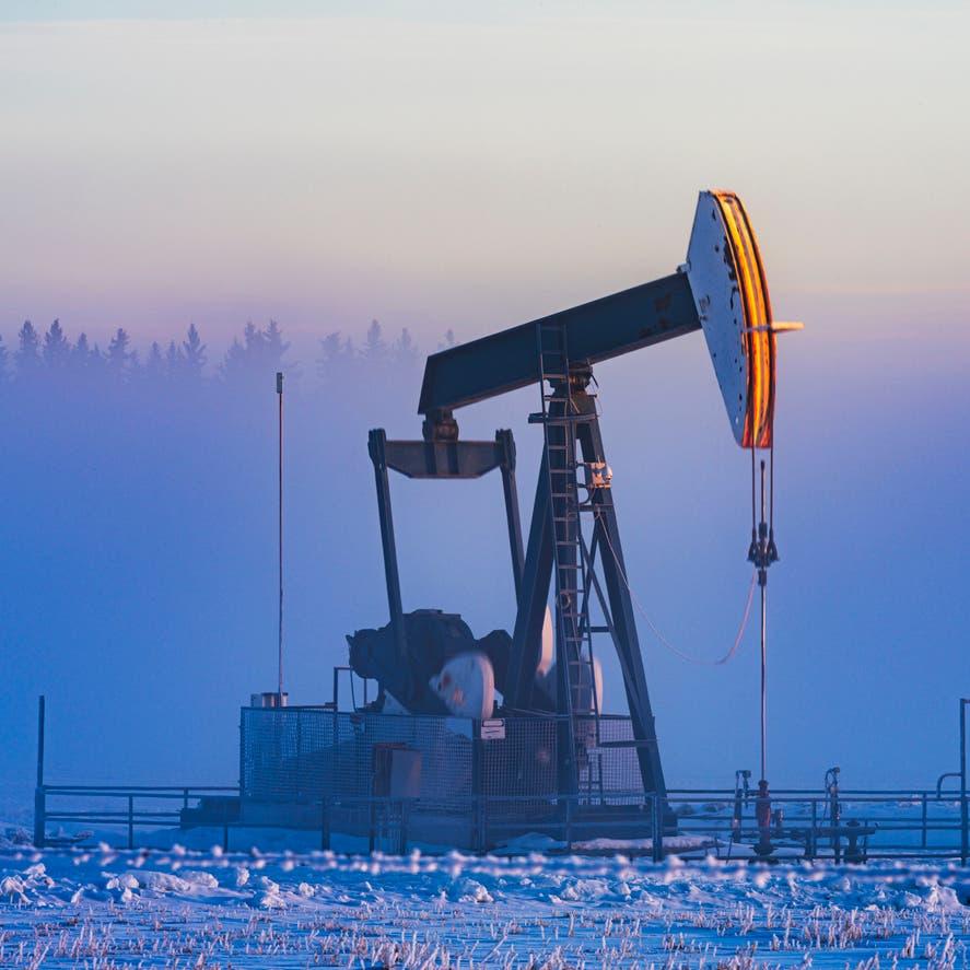 """ترقباً لاجتماع """"أوبك+"""".. النفط متماسك بعد أفضل أداء نصف سنوي منذ 2009"""