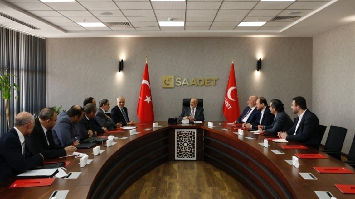 قيادات الإخوان في تركيا خلال لقائهم مع رئيس حزب السعادة