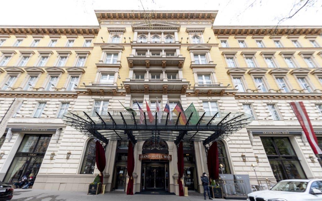 من الفندق حيث اجتمعت اللجنة المشتركة لخطة العمل المشتركة الشاملة في فيينا