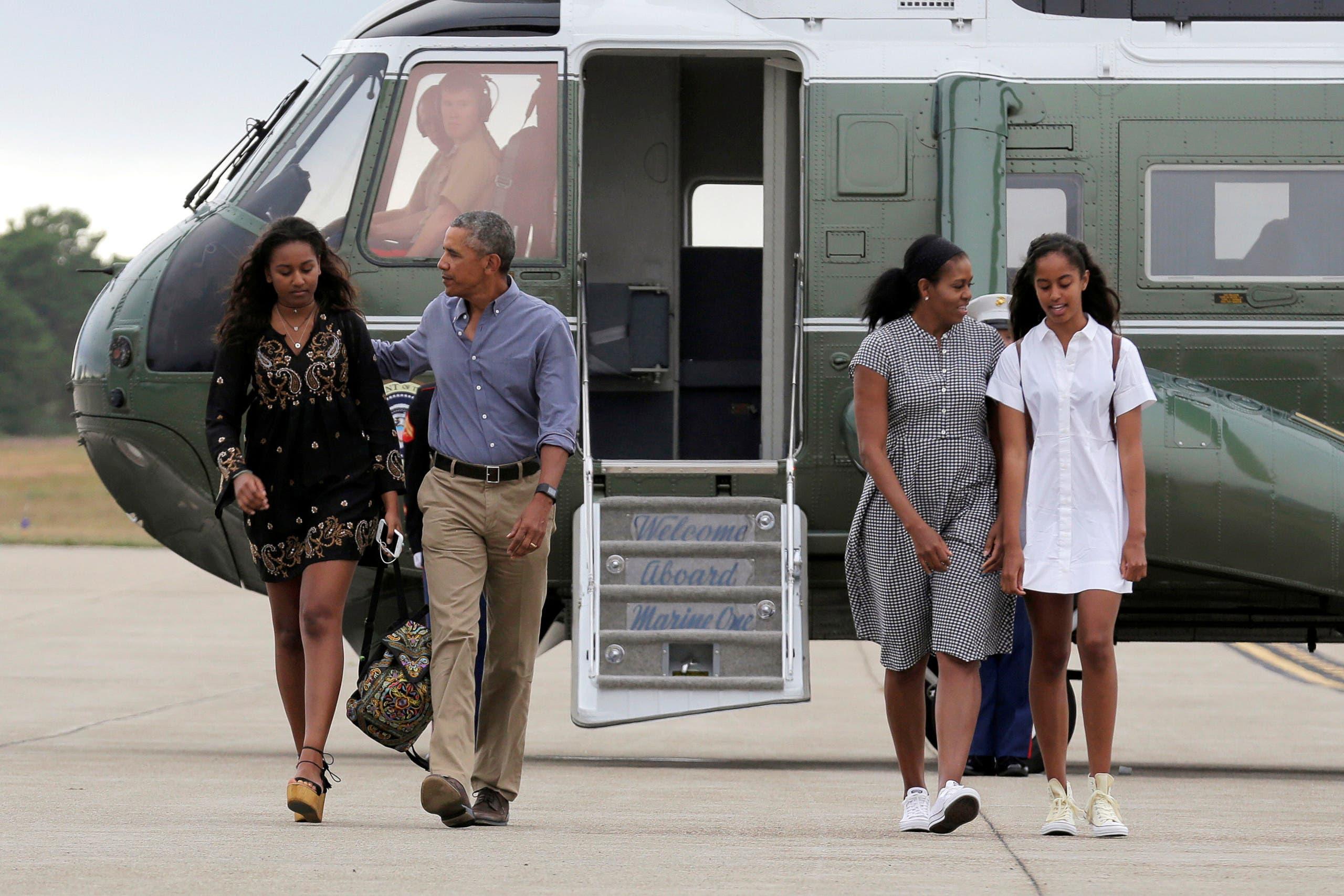 أوباما مع زوجته ميشيل وابنتيه ساشا وميليا في 2016 (أرشيفية)