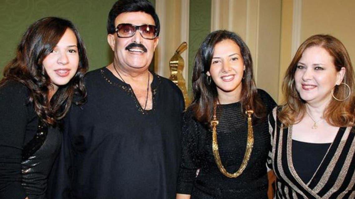 دنيا سمير غان تتوسط والديها دلال عبدالعزيز وسمير غانم وشقيقتها إيمي