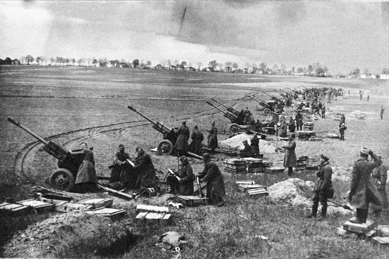صورة لمدافع سوفيتية أثناء قصف برلين