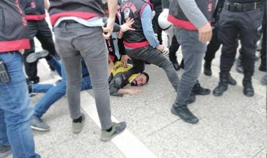 اعتقال متظاهر في إزمير