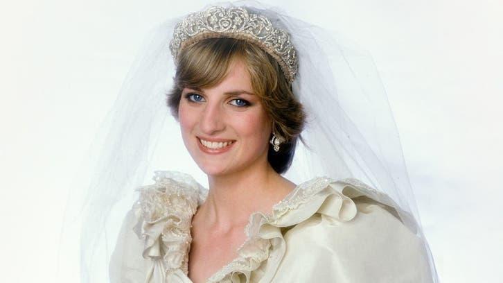 تصویری؛ نمایش عمومی لباس عروسی پرنسس دایانا در کاخ کنزینگتون