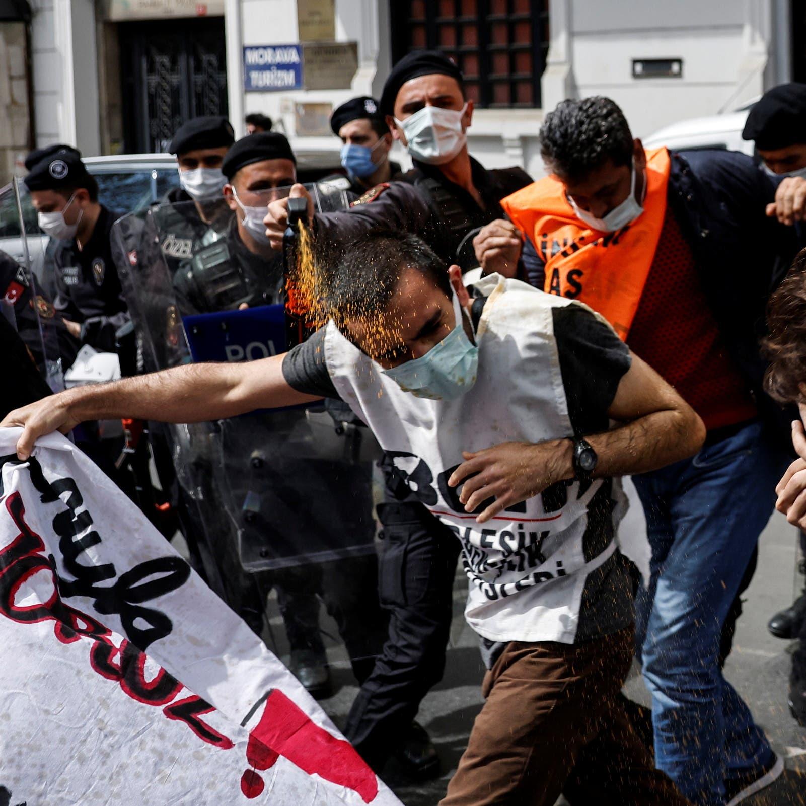 تركيا.. اعتقالات واعتداءات في وقفة لعيد العمال