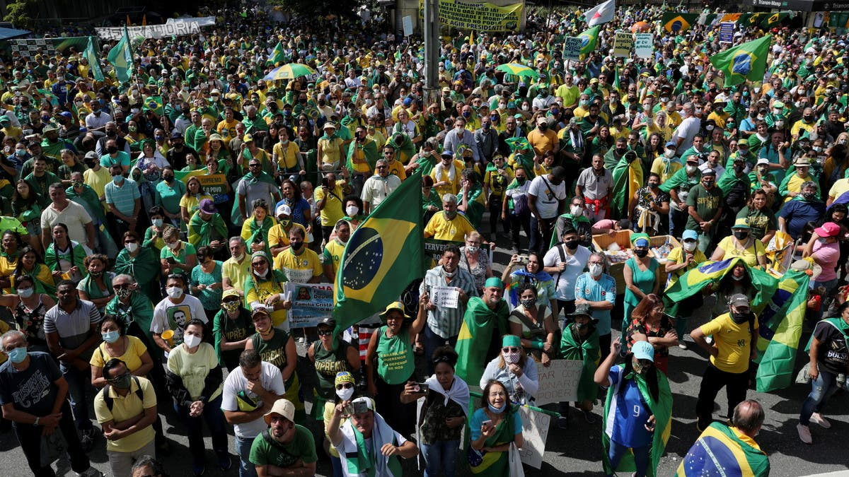الآلاف يتظاهرون في البرازيل تأييداً للرئيس رغم انشار كورونا