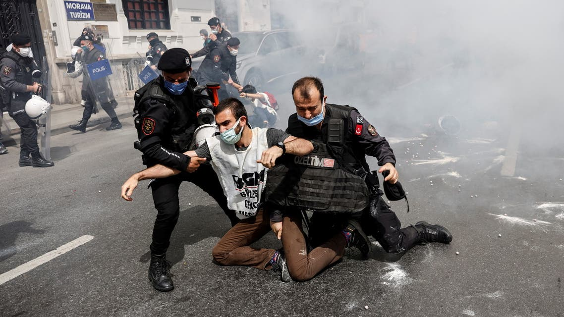 Riot police officers detain demonstrators as they attempt to defy a ban and march on Taksim Square to celebrate May Day, during a nationwide full closure imposed to slow the rate of the coronavirus disease (COVID-19) contagion, in Istanbul, Turkey May 1, 2021. REUTERS/Umit Bektas