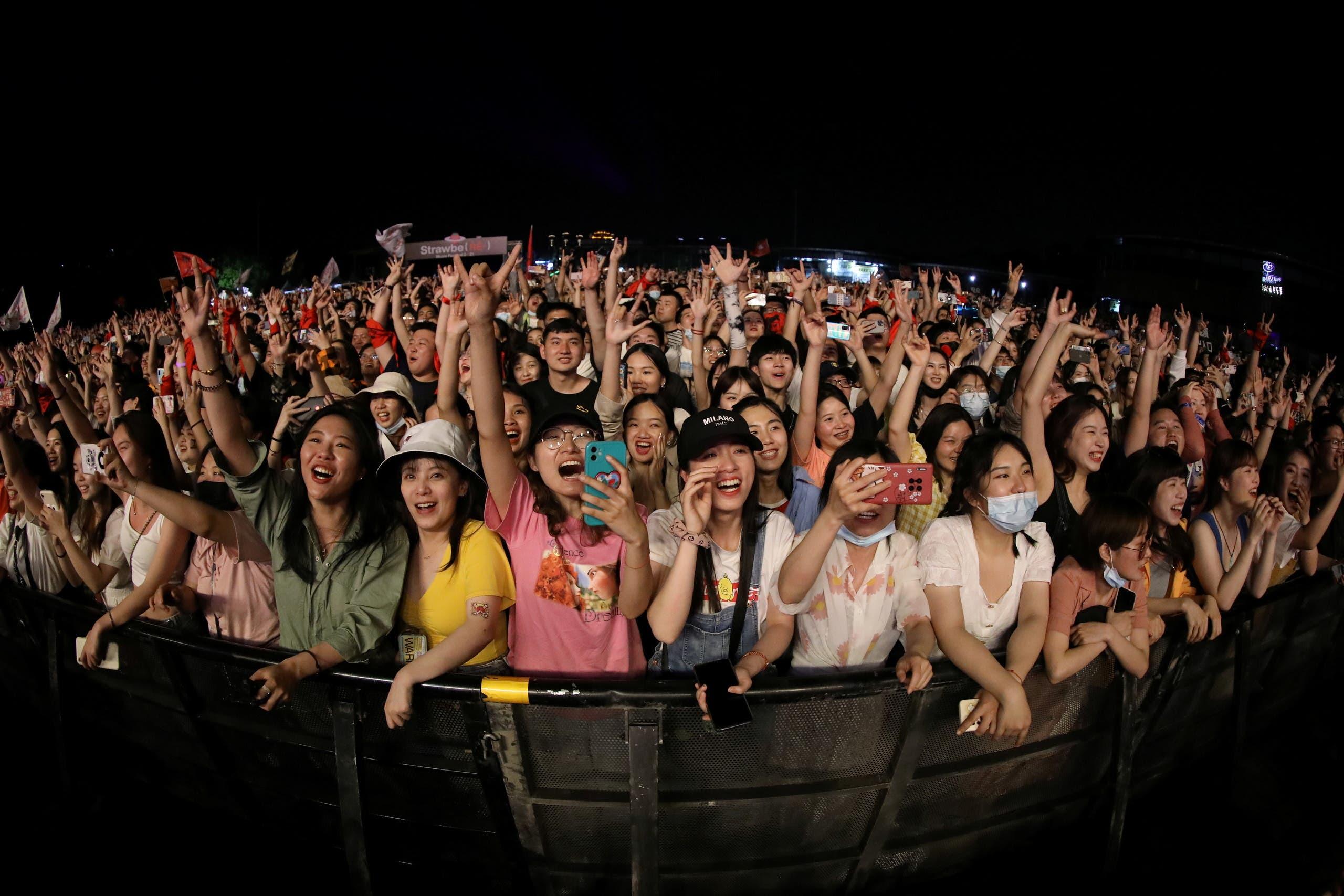 الالاف يشاركون في المهرجان الموسيقي في ووهان