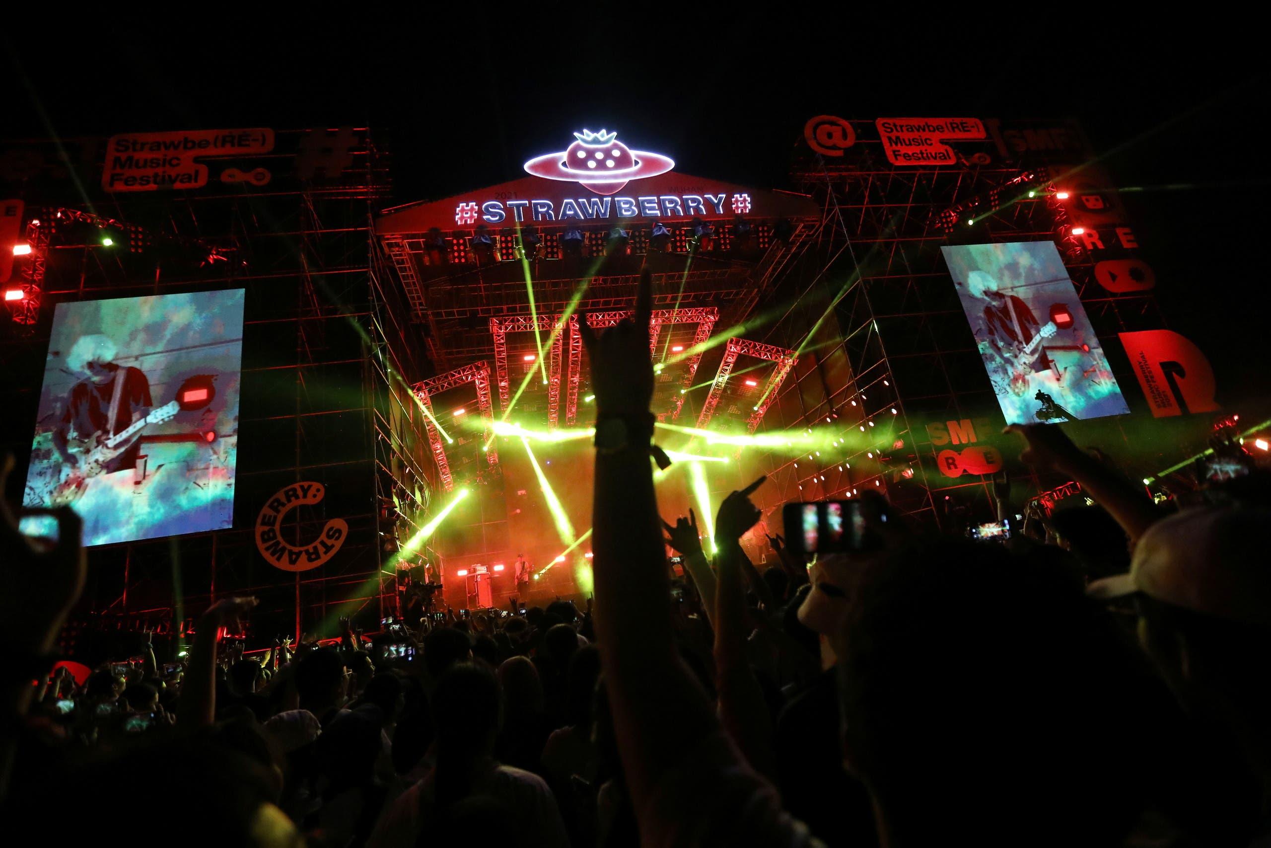 الآلاف يشاركون في المهرجان الموسيقي في ووهان