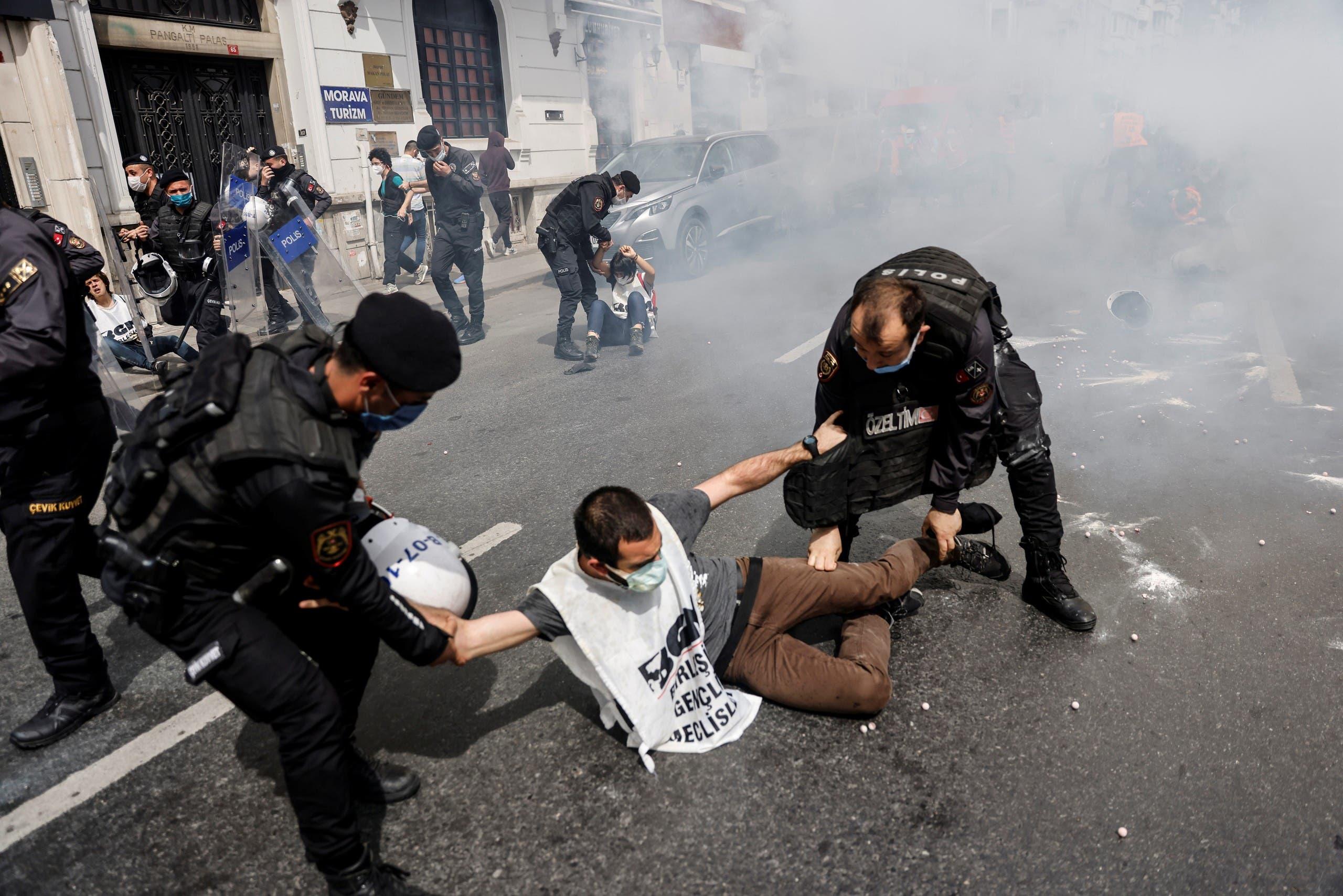 من ممارسات الشرطة التركية ضد النشطاء