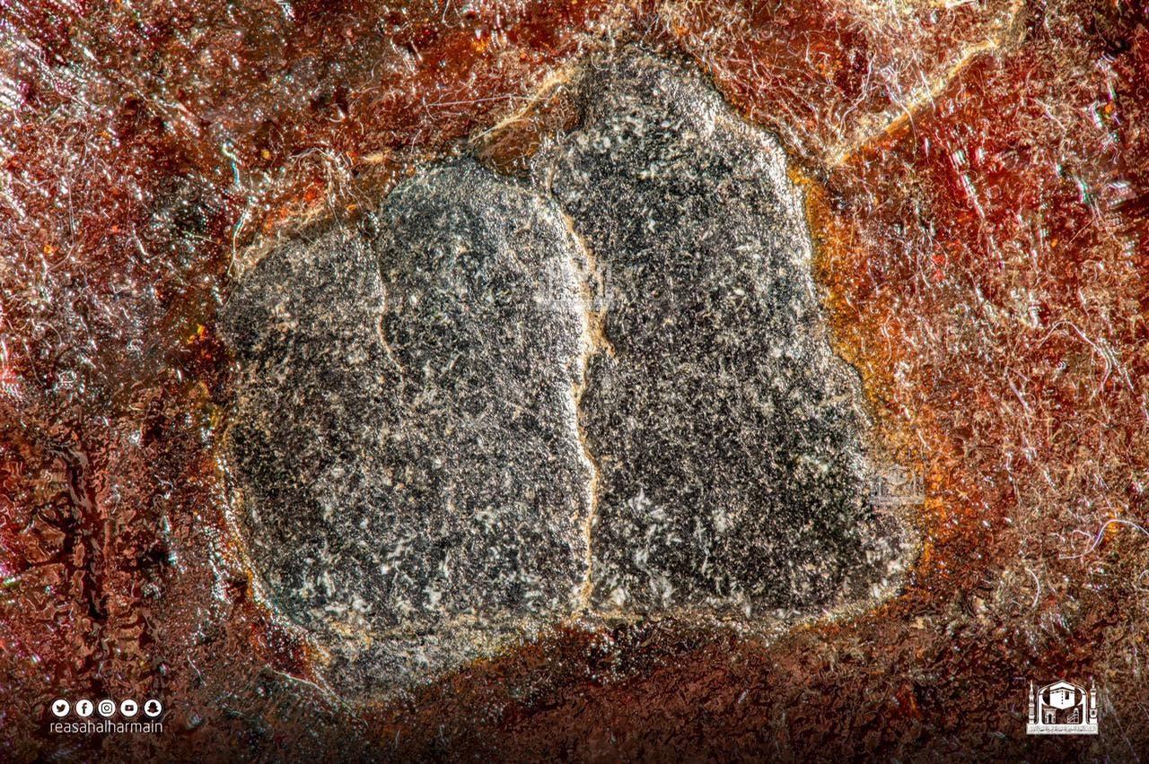 جزء من قطع الحجر الأسود